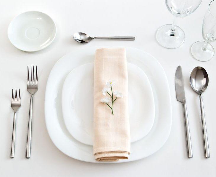 Dresser une table à la Française